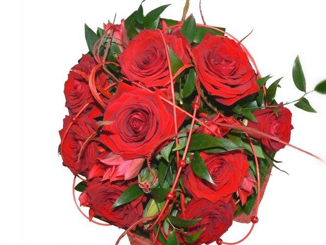 bukiet z czerwonych róż na walentynki rocznice