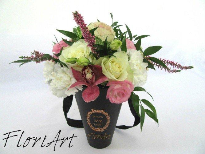 czarny flowerbox z żywymi kwiatami FloriArt w Czestochowie