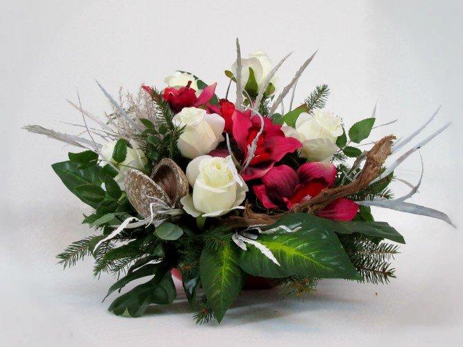 białe róże storczyki stroik na Wszystkich Świętych Olsztyn koło Częstochowy