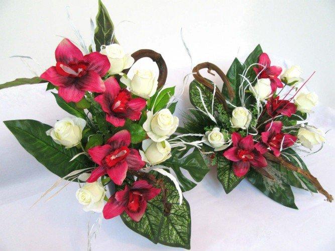 zestaw ze sztucznych kwiatów na grób