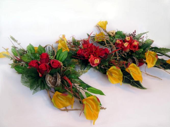 Zestaw z kwiatów sztucznych na Wszystkich Świętych