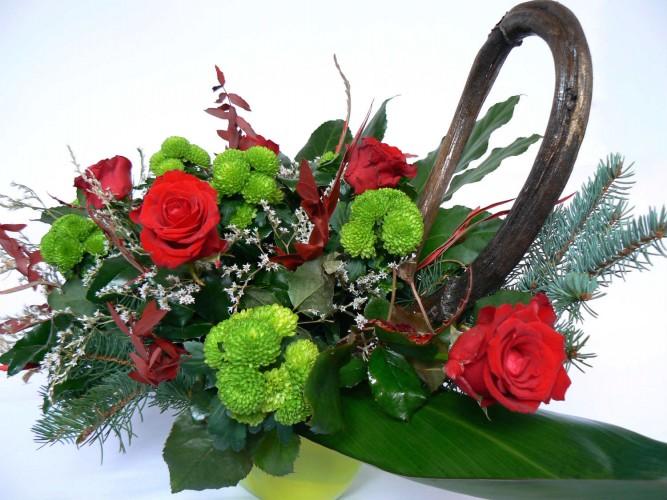 stroik wiązanka z żywych kwiatów na grób