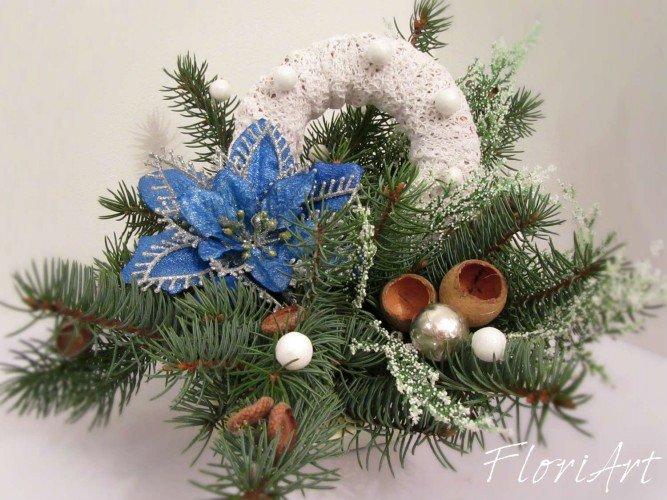 stroik biało błękitny ze świerczyną na Boże Narodzenie