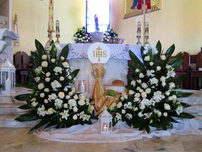 Dekoracja kościoła Wspomożycielki Wiernych na Pierwszą Komunię Świętą