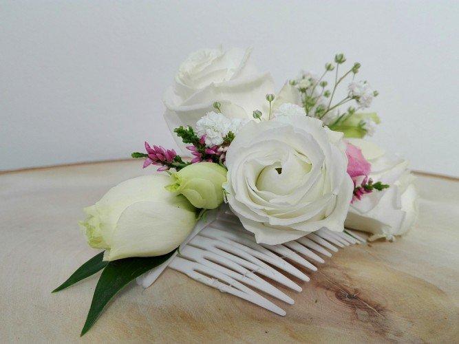 Przypinka do włosów z kwiatów