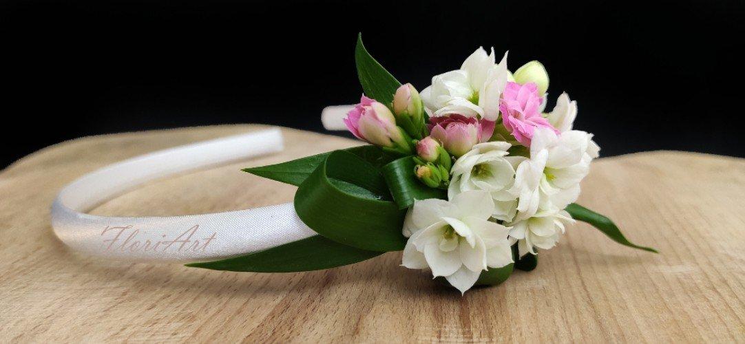 Opaska z żywymi kwiatami na komunię świętą